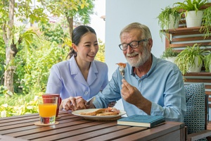 an older man eating the best diet for seniors